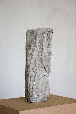 Holzscheit #2, 2009, Zement, 30 x 12 x 8 cm