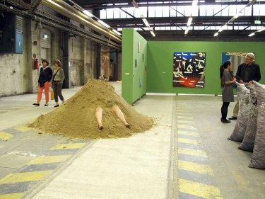 ohne Titel (Sauhaufen), 2013, Performance in den Uferhallen Berlin am 19.7.2013